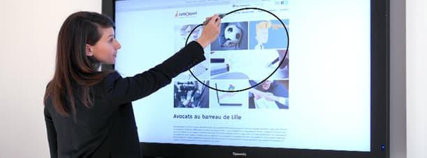 travail collaboratif avec un ecran interactif tactile