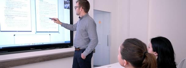 réunion avec ecran interactif